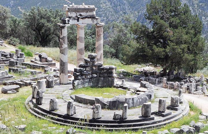 Delphic Oracle and priestess Pythia