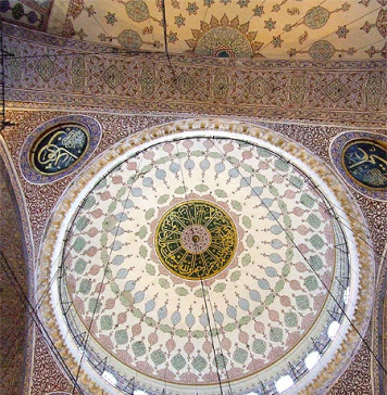The names of the Rashidun caliphs inscribed at the dome of Yeni Mosque in Eminönü, Istanbul.
