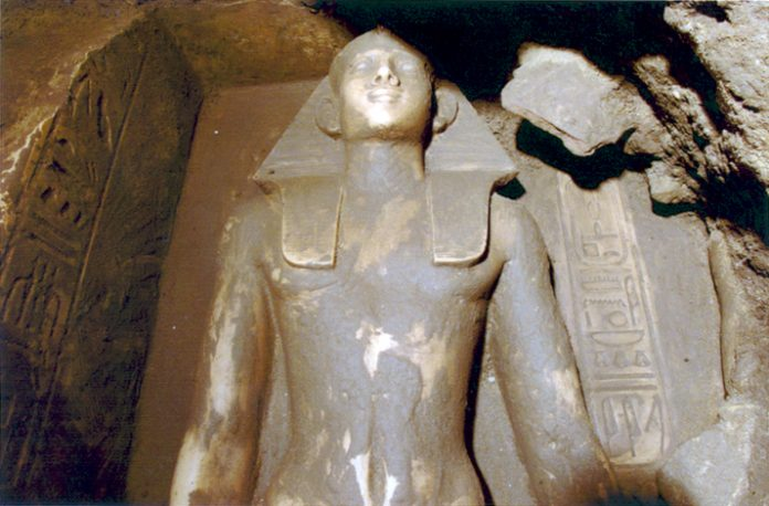 Neferhotep statue found in Karnak. More info: http://guardians.net/hawass/Press_Release_05-05_Luxor.htm