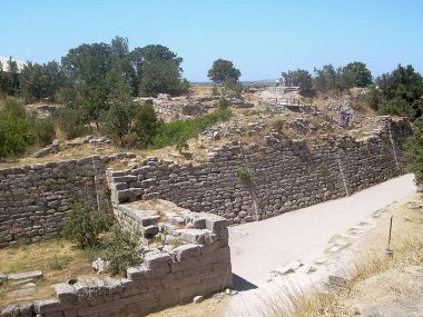 The walls of the acropolis (citadel) belong to Troy VII